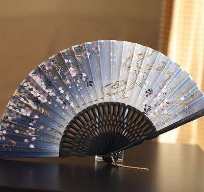 hello小店-熱銷日本和風扇子竹柄折扇棉麻布扇收藏女扇 烤漆 藍色櫻花銀河#扇子#跳舞扇#折扇#