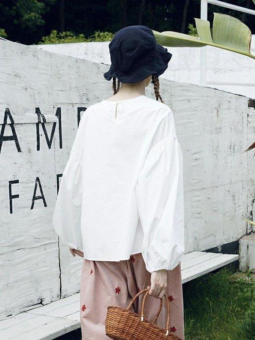 【鈷藍家】甜美個性原創白色襯衫上衣女秋季寬松休閑套頭圓領燈籠長袖娃娃衫