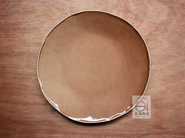 +佐和陶瓷餐具批發+【XL070933-1C茶色手造10皿-日本製】日本製 大盤 圓皿 招待皿 午餐盤 蛋糕盤 造型皿
