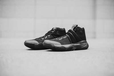 Nike Kyrie-Irving-2 EP Black 820537-008騎士隊厄文全黑麂皮魔鬼氈3M反光耐磨XDR