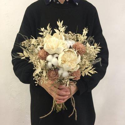 D45。白粉色系乾燥捧花。拍照捧花。客製新娘捧花。台北自取【Flower&House花藝之家】