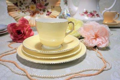 紫丁香歐陸古物雜貨♥英國1950年代 Wedgwood  Gold April Beaded鵝黃馬卡龍色下午茶杯盤組