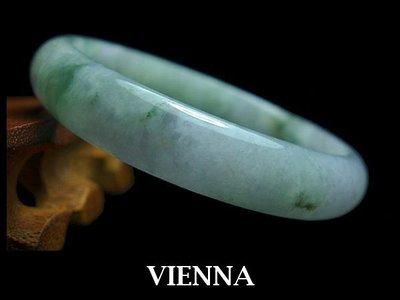 《A貨翡翠》【VIENNA】《手圍19.5/13mm版寬》緬甸玉/冰種水嫩微紫綠花/玉鐲/手鐲J@84