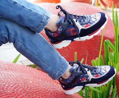 Chanel G30628 Sneakers 塗鴉愛心 LOVE 休閒鞋 藍黑 37.5