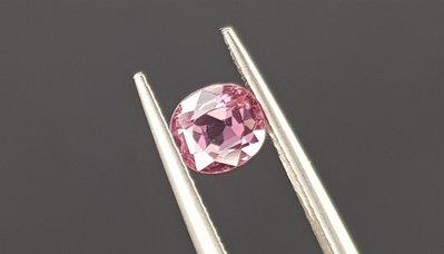 揚邵一品(附證書)1.21克拉  粉紅色尖晶石 天然無燒 淨透粉嫩 糖果般可口迷人