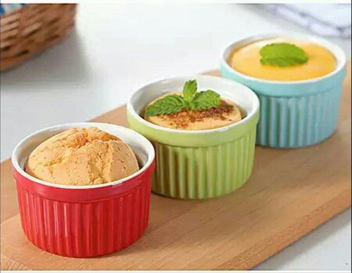 舒芙蕾烤皿陶瓷色釉醬料碟醬料盅沾醬( 藍色 綠色 粉色 紅色)烘培創意酸奶酥烤箱布丁碗烤布蕾杯【 蘇菲亞精品傢飾】