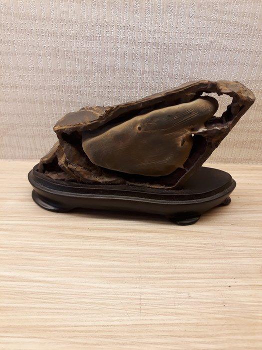 鐵釘石小雞長11.5公分寬5.5公分