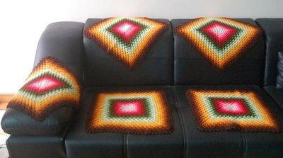 早期普普風手織沙發巾5條組,  2550元。