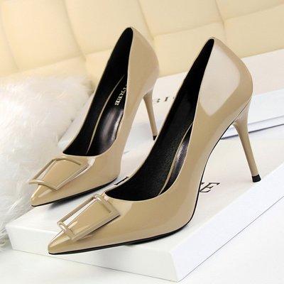 韓版時尚職業OL高跟鞋女鞋細跟高跟漆皮淺口尖頭四方扣單鞋