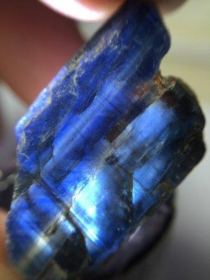 【Texture & Nobleness 低調與奢華】精品影片礦區 原礦 標本 -皇家藍藍晶石-6.85克