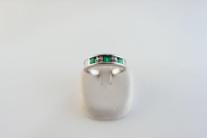 [吉宏精品交流中心]37分(3P) 天然祖母綠 天然鑽石 PT900白金 造型 戒指(附證書)