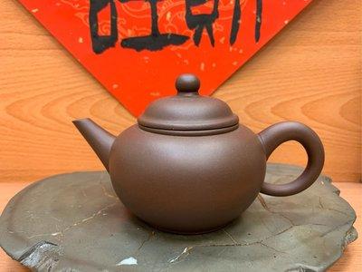 《老爹私房寶貝》中國宜興庚午年制 八杯標準壺