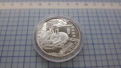 4847-2中華人民共和國辛卯年玉兔呈祥鍍銀紀念章(厚2mm.直徑約近40mm)