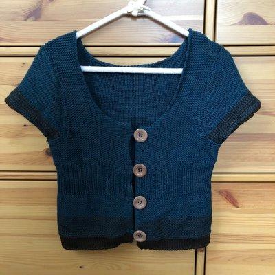 Bear house 圓領樣式設計 排扣點綴 短袖毛衣