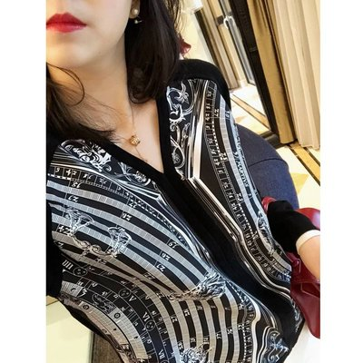 《巴黎拜金女》DU具匠心的設計GAO端斜紋真絲印花!!V領拼接羊毛長袖針織衫女