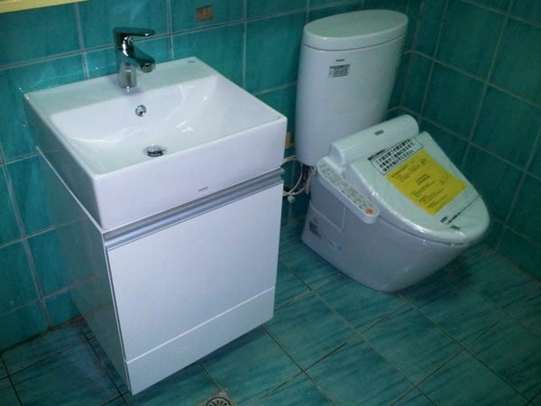 TOTO馬桶CW260GU/水箱SW260G+TOTO臉盆L710CGU+龍頭TWL701+浴櫃+免治蓋TCF6401T可分開購買