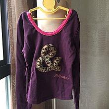 《寶兒花園》紫色底桃紅色線條挖領立體植絨豹紋毛毛毛絨字母水鑽合身短版長袖上衣 全新