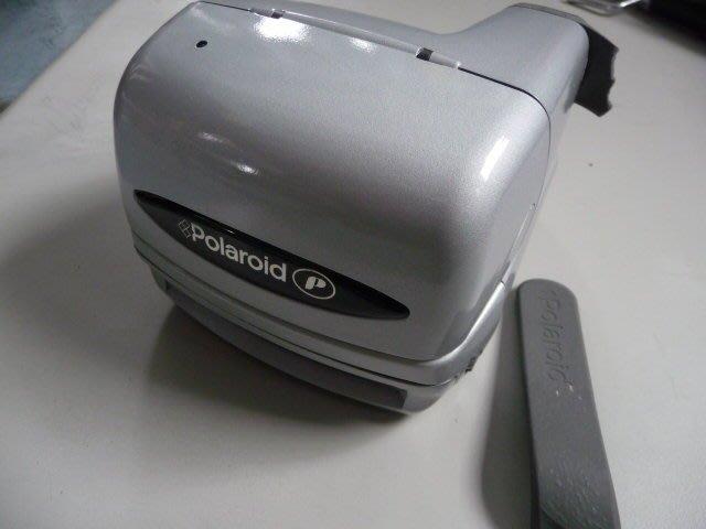 Polaroid  600型    拍立得相機   無底片  酷銀色  盒裝   如敘述說明