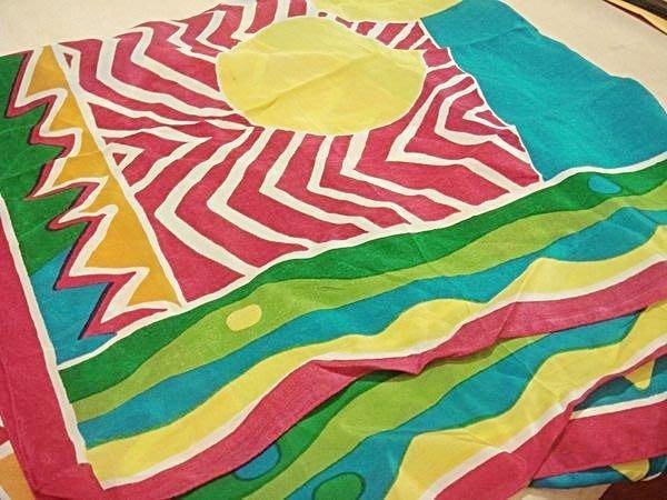 賣家珍藏,全新德國帶回多色彩純絲絲巾方巾領巾,很活潑的顏色!低價起標無底價!本商品免運費!