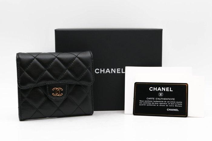 【青蘋果】Chanel 香奈兒 經典羊皮 菱格紋 三折短夾 二手 名牌皮夾 精品#38695