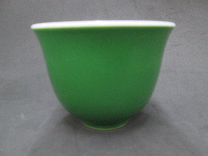 《福爾摩沙綠工場》@ 單色釉瓷杯-淺綠,底款:上海市博物館 一九六二年,容量120CC 特價650元。