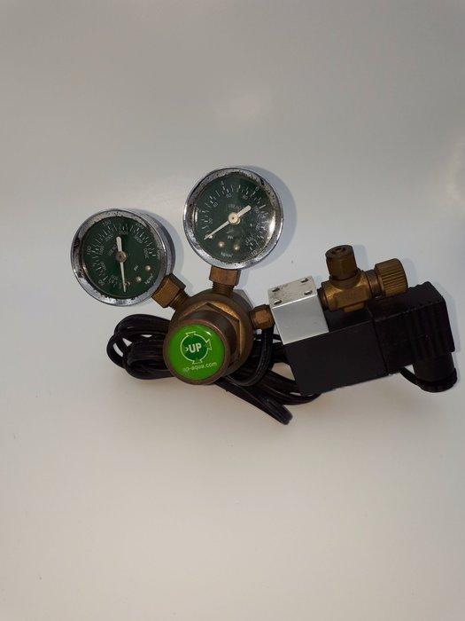 二手[雅柏]CO2壓力表+電磁閥