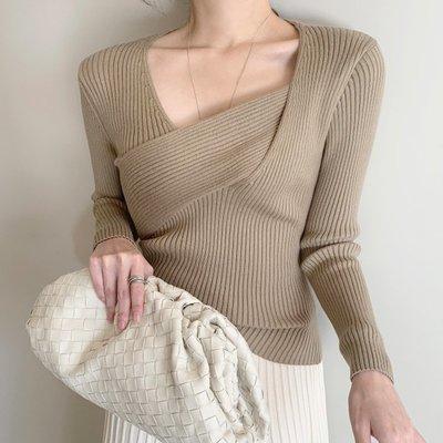 設計款時尚女裝上衣 V領交岔長袖坑條針織衫 艾爾莎【TAE8594】