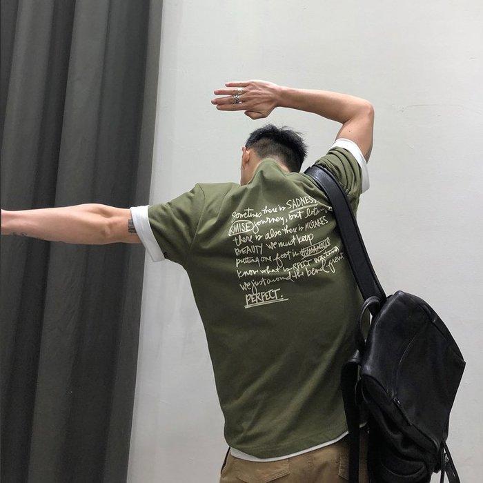 ☆Mr.☆日系街頭潮T創意口袋設計字母圖案短袖T恤(軍綠色)~預購+現貨