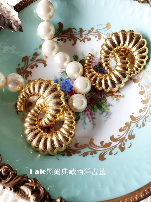 黑爾典藏西洋古董~美國金色牛角誇張摩登復古舞台走秀夾式耳環 ~Vintage老件擺飾古著洋裝