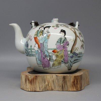 晚清唐子禎書粉彩美女人物茶壺