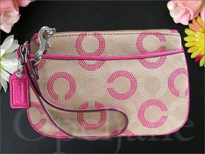 現貨 Coach 桃紅色C Logo真皮邊 OP ART C LOGO織布 手拿包 手腕包正面有夾層袋 愛Coach包包