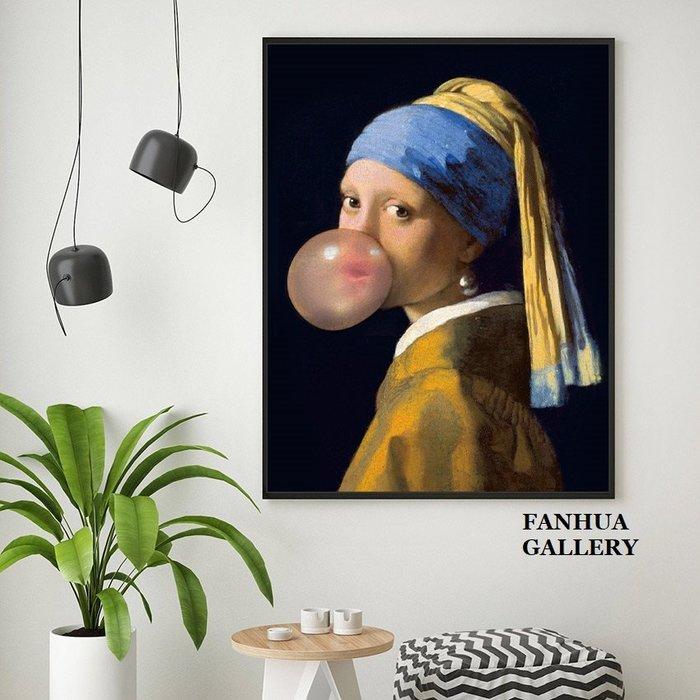 C - R - A - Z - Y - T - O - W - N 戴珍珠耳環的少女吹泡泡掛畫現代家居店面禮品房間臥室客廳裝飾畫工作室商空版畫美式惡搞創意壁畫