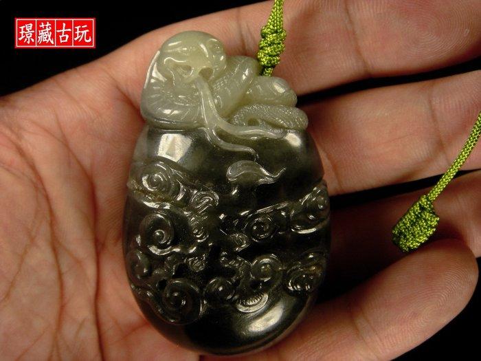 ﹣﹦≡|璟藏古玩|和闐青花籽玉雙色巧雕蛇形把件(91.41g)∥(直購價)∥≡﹦﹣