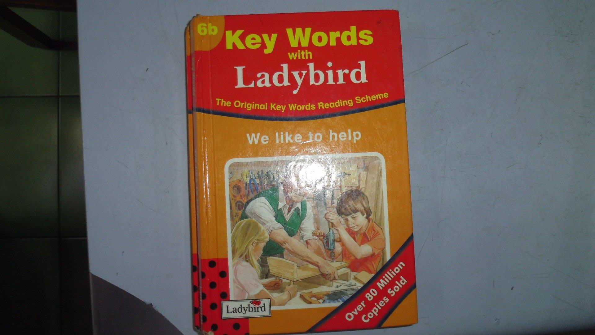 【媽咪二手書】6b Key We like to help 英文童書 有劃記 512