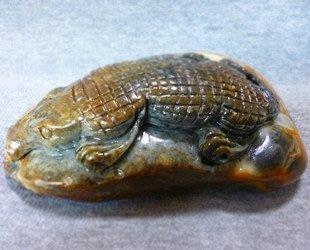 仙記銀坊罕見藏品 新疆和闐玉皮料精雕 鱷魚 風水鎮宅玉擺件全國免運