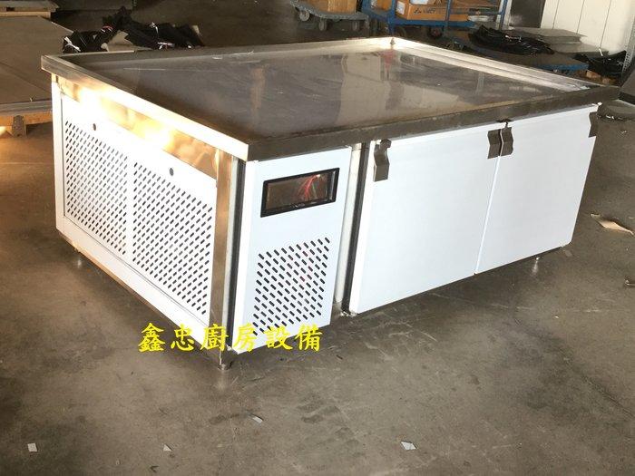鑫忠廚房設備-餐飲設備:特殊功能冰箱系列-肉品販售台冰箱 賣場有工作台-冰箱-爐台-西餐爐-