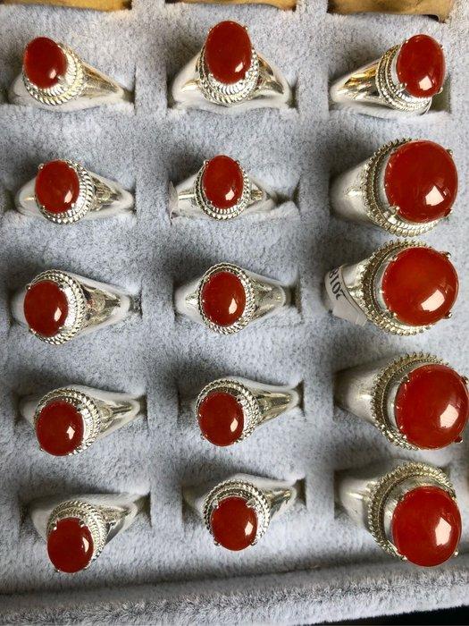 11顆小紅翡蛋,7x7x3mm。一顆5800起