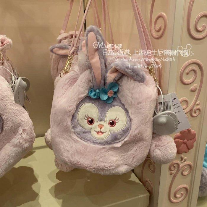 Miss莎卡娜代購【上海迪士尼樂園】﹝預購﹞達菲熊好朋友 史黛拉露 芭蕾兔 毛球 斜背束口包 絨毛水桶包