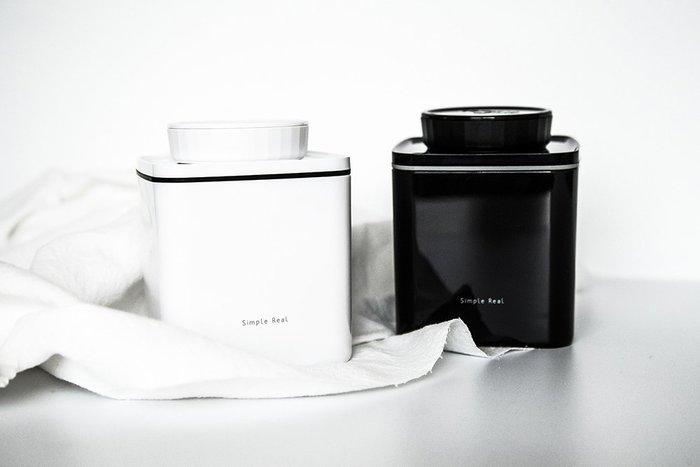 Simple Real 轉轉真空咖啡保鮮盒 No.6 (轉轉盒) 黑.白兩色,600ml