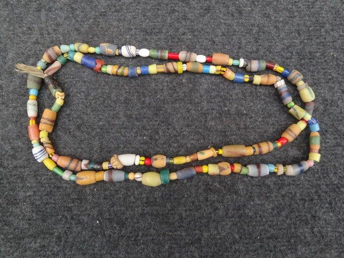 **黑熊古玩藝品**古老物件原住民琉璃珠