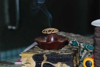 本標編號香品A4-64.3號上品芽莊黃奇楠伽羅香小盤香64公克.48卷24片裝