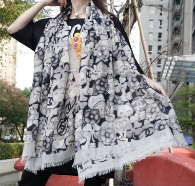 Chanel A55230 Stole cashmere 大型貓咪凱希米爾披肩 黑灰 現貨