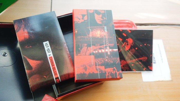 ## 馨香小屋--伍佰And ChinaBlue/ 1998空襲警報 (VHS錄影帶 LIVE CD 大張海報)