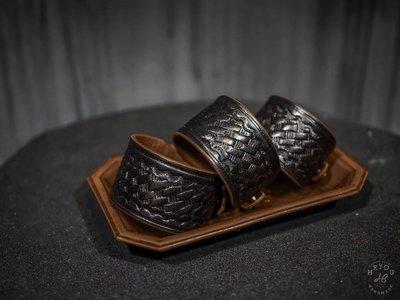 BTO 台灣【HEYOU】職人手作 Tooled Leather Cuff 籃紋皮革手環