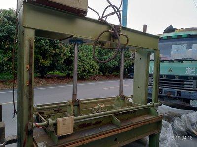 中古油壓機0937堆高機732702可以壓3*7合板中古木工機貼合機油壓台油壓逼台