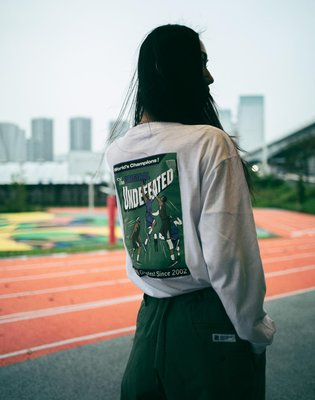 UNDEFEATED THE ORIGINAL L/S TEE VENEER。太陽選物社
