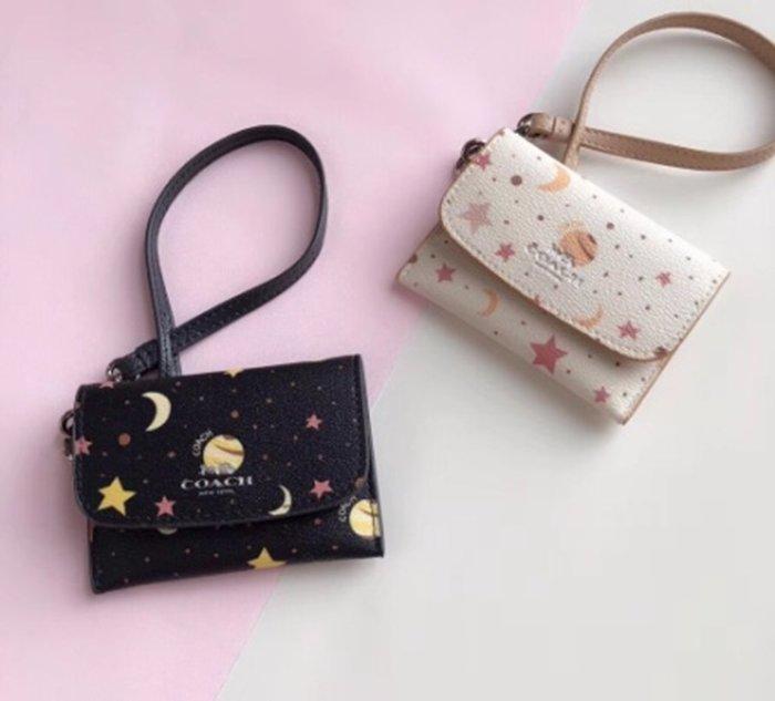 Melia 米莉亞代購 COACH 2019ss 11月新品更新 29408 零錢包 卡包 可放三卡 雙色星空圖案