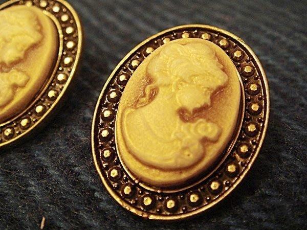 大降價!美國帶回,全新從未戴過的 MONET 莫內 復古維多利亞人像造型穿式耳環,低價起標無底價!本商品免運費!