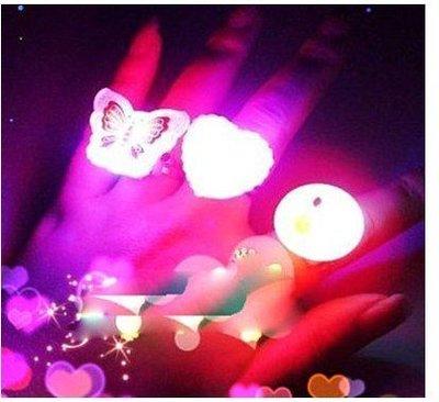 地攤站閃光軟膠戒指 發光戒指 發光手指燈 閃光手指燈 閃光玩具軟膠戒指1個9元