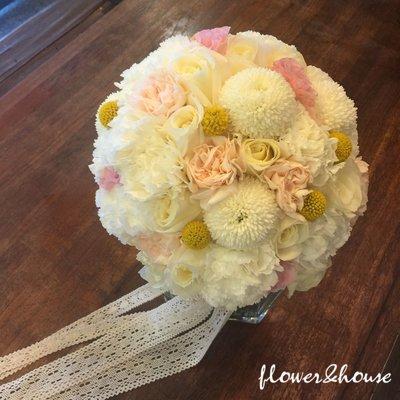 F56。白黃粉色系。新娘捧花。客製捧花【Flower&House花藝之家】